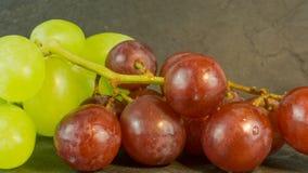 Frische Trauben auf einem Hintergrund Stockfotos