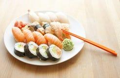 Frische und geschmackvolle Sushi Japanische Nahrung Stockfotos