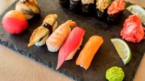 Frische und köstliche Sushi Lizenzfreie Stockfotos