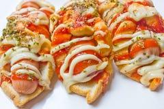 Frische Würstchen mit Broten. Stockfotografie