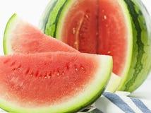 Frische Wassermelone auf weißem Hintergrund Stockbild