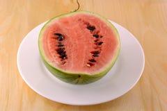 Frische Wassermelonenfrucht auf Hintergrund Lizenzfreie Stockfotos