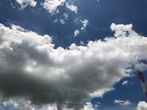 Frische Wolke mit blauem Himmel Lizenzfreie Stockfotos