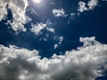 Frische Wolke mit blauem Himmel Lizenzfreie Stockfotografie