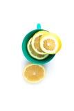 Frische Zitrone in der Schale Stockfotografie