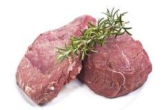 Frischen Steaks auf einer Platte Stockbilder