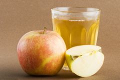Frischer Apfelsaft Lizenzfreie Stockbilder