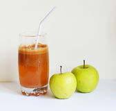 Frischer Apfelsaft Stockbild