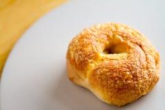 Frischer Bagel Asiagos u. der Cheddar-Käse-Bäckerei Lizenzfreies Stockfoto