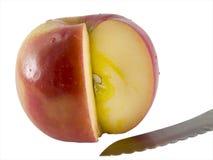 Frischer Fuji Apple und ein Messer Stockfotos