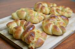 Frischer gebackener Challah, umsponnenes Brot Stockbilder