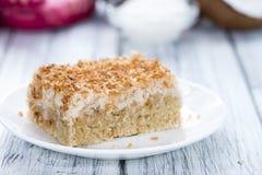 Frischer gebackener Kokosnuss-Kuchen Stockbild