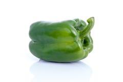 Frischer Gemüsepaprika, grüner Pfeffer oder spanischer Pfeffer auf weißem Hintergrund stockbild