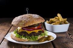 Frischer gemachter Ciabatta-Burger Stockfotos
