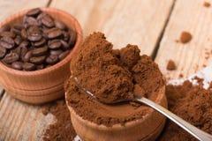 Frischer gemahlener Kaffee Lizenzfreie Stockbilder