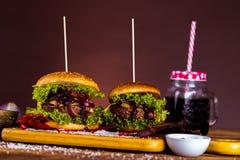 Frischer, geschmackvoller Burger, natürliches traditionelles Lebensmittel Stockfoto
