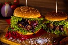 Frischer, geschmackvoller Burger, natürliches traditionelles Lebensmittel Stockbild