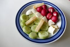 Frischer gesunder Gemüsesalat in der Schüssel Stockbild