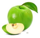 Frischer grüner Apfel mit grünem Blatt Lizenzfreie Stockfotos