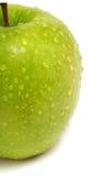Frischer grüner Apfel mit Wassertropfen Stockbild