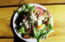 Frischer Grüns paleo Salat lizenzfreie stockbilder