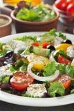 Frischer griechischer Salat in der Platte Stockbild