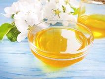 Frischer Honig, organische gesunde Jahreszeit Flavonahrungsmittelblühender köstlicher Apfelbaum, hölzerner Hintergrund stockbild