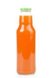 Frischer Karottensaft in einer Flasche Lizenzfreie Stockfotos