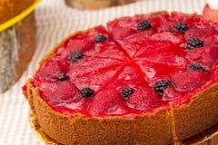 Frischer Kuchen mit Beeren Stockbild