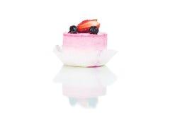 Frischer Kuchen mit Erdbeere und Beere Lizenzfreies Stockbild