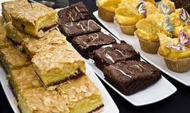 Frischer Kuchen und Rolls an der Messe Lizenzfreies Stockfoto
