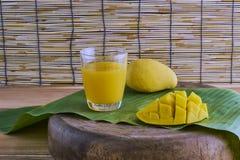 Frischer Mangofruchtsaft Lizenzfreie Stockfotos