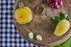 Frischer Mangofruchtsaft Stockfotos