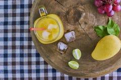 Frischer Mangofruchtsaft Lizenzfreies Stockfoto