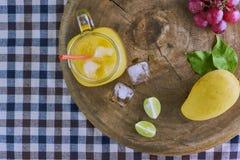Frischer Mangofruchtsaft Lizenzfreie Stockfotografie