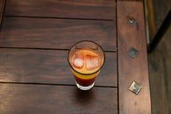 Frischer Orangensaft mit Eis stockbild