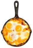 Frischer Oven Baked Eggs mit Wurst und Käse Lizenzfreies Stockbild