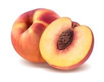 Frischer Pfirsich und Hälfte lokalisiert auf weißem Hintergrund Lizenzfreie Stockfotografie