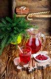 Frischer Preiselbeersaft Das Kompott Heißes Weihnachtsgetränk von den Beeren mit Zimt- und Sternanis Lizenzfreie Stockbilder