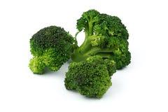 Frischer roher Brokkoli lokalisiert auf Weiß Lizenzfreies Stockbild
