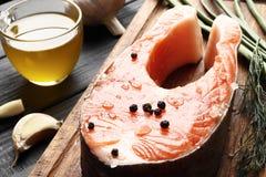 Frischer roher Salmon Steaks lizenzfreie stockfotografie