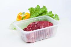 Frischer rohes Fleisch- und Kopfsalatsalat Lizenzfreie Stockbilder