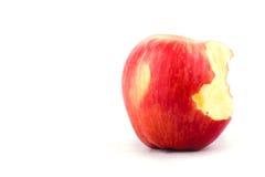 Frischer roter Apfel mit der Verfehlung eines Bisses auf Apfel-Fruchtlebensmittel des weißen Hintergrundes dem gesunden lokalisie Stockfotos