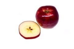 Frischer roter Apfel trennte Stockbild