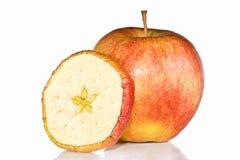 Frischer roter Apfel und Dörrobst. Stockfotografie