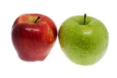 Frischer roter und grüner Apfel Stockbild