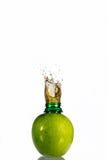 Saft im Apfel Lizenzfreies Stockfoto