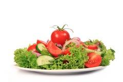Frischer Salat auf der Platte Lizenzfreies Stockfoto