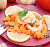 Frischer Salat der Karotten und der Zwiebeln Stockfotografie