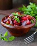 Frischer Salat der roten roten R?be lizenzfreie stockfotos